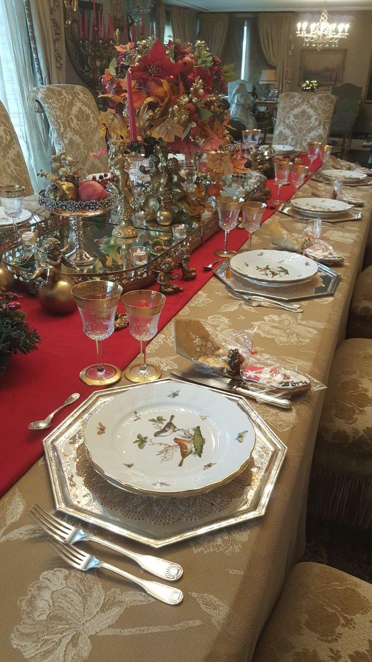 Rothschild dekorla özenle kurulmuş yılbaşı sofrası...